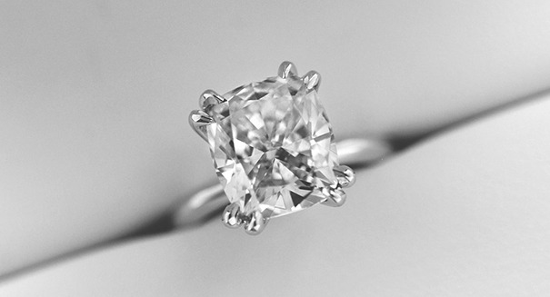 Engagement ring with type 2a diamond center stone