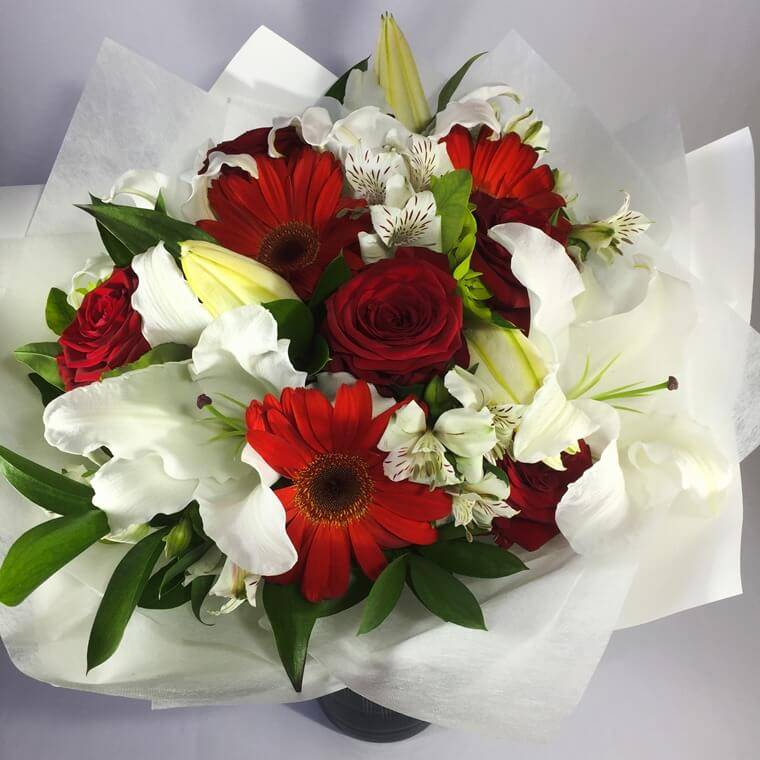 Upper Hutt Red Roses and White Lilies