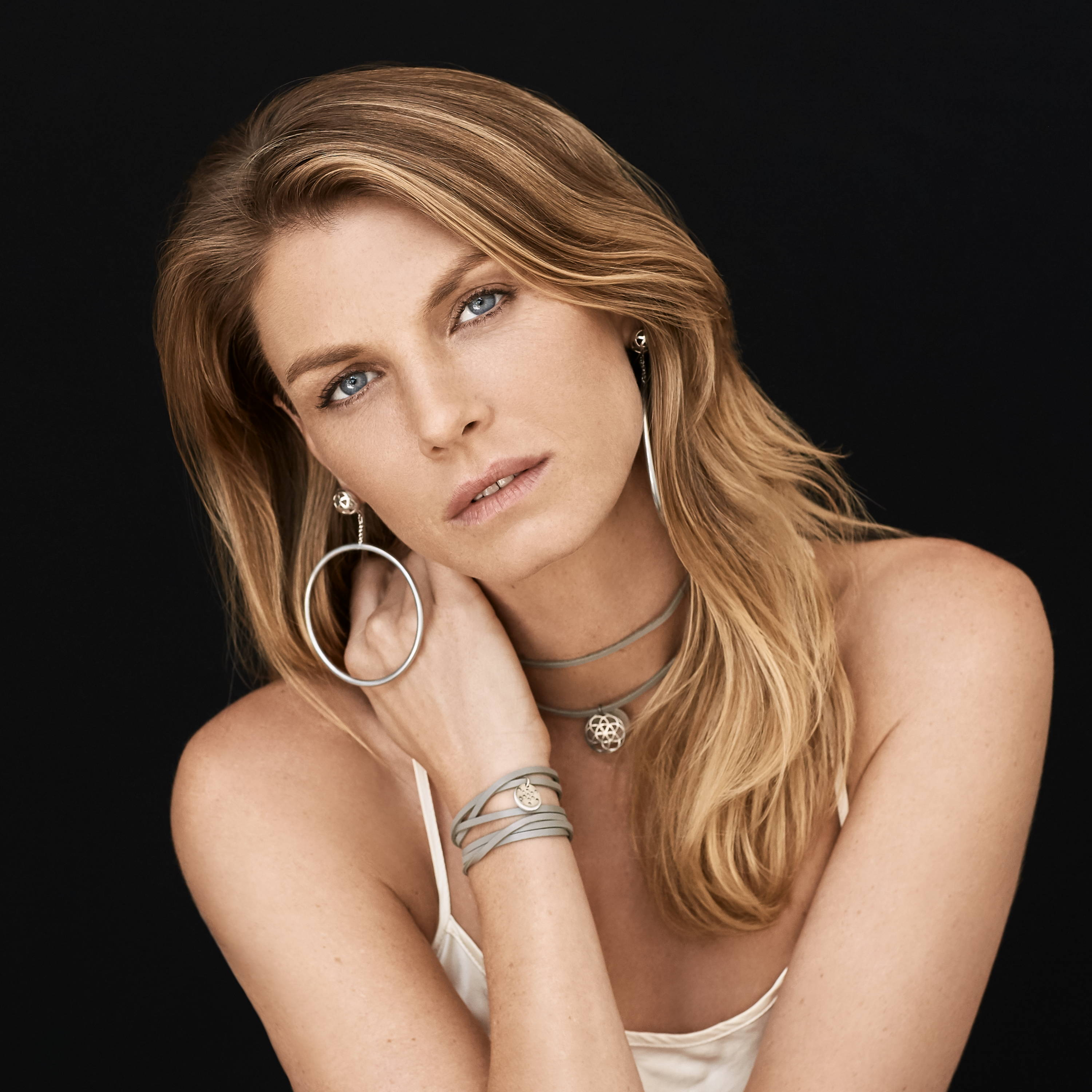 facebo angela lindvall born - HD 3000×3000