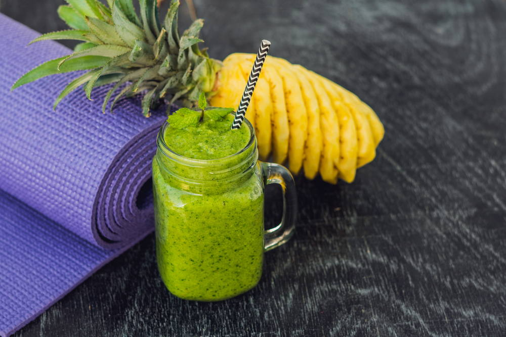Healthy-Kale-Pineapple-Protein-Green-Smoothie