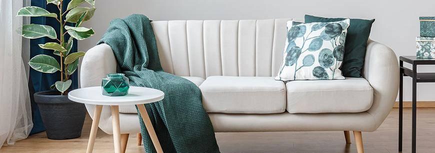 Cómo decorar sillones con cojines y mantas