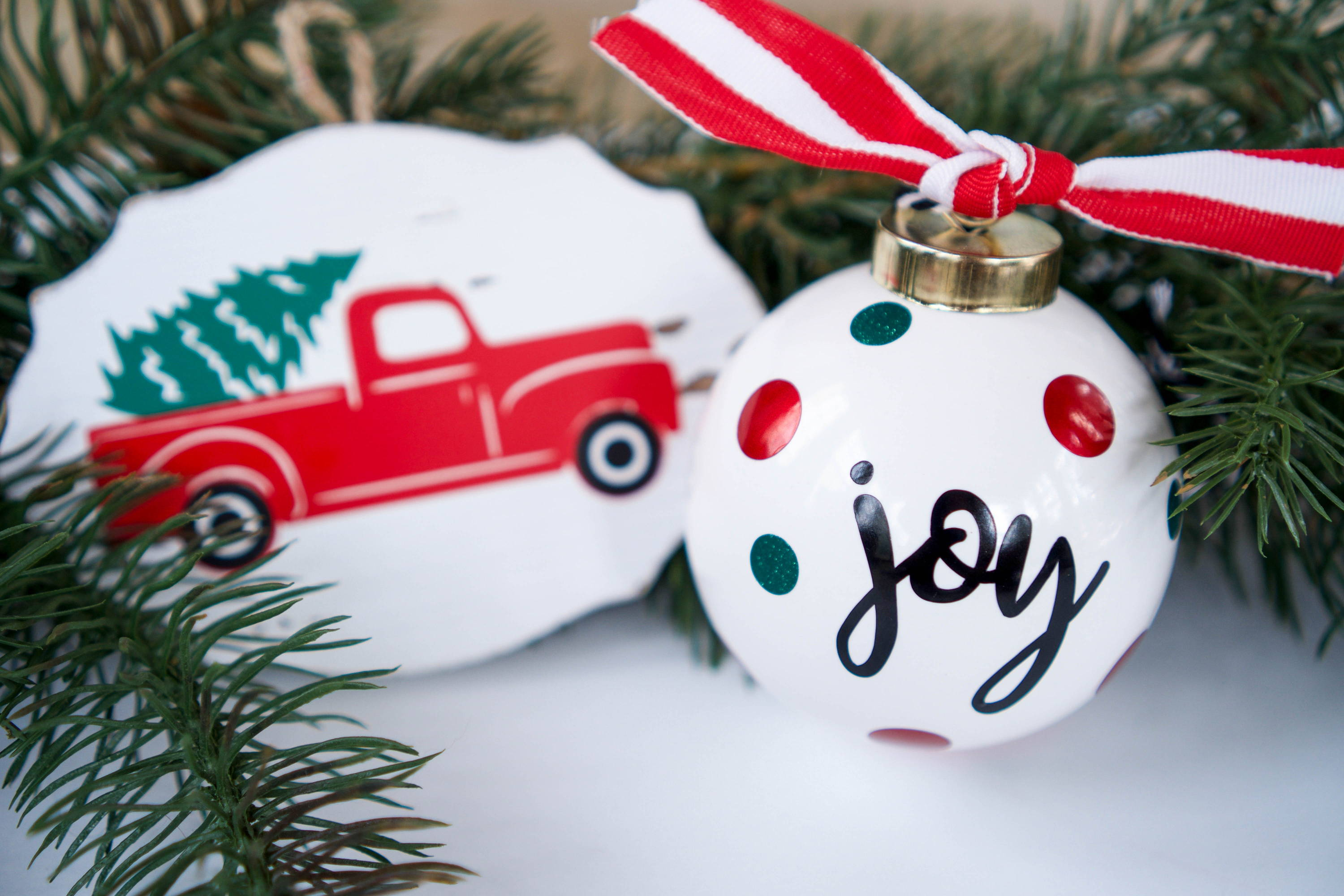 Diy Christmas Ornament Ideas Heat Transfer Vinyl On Wood And Adhesive Vinyl On Ceramic