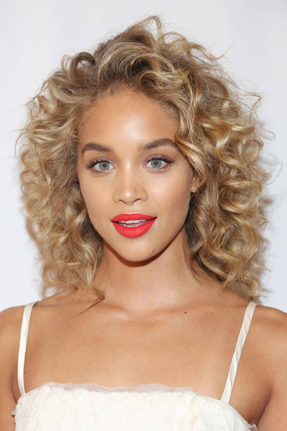 Jasmine Sanders with curly hair