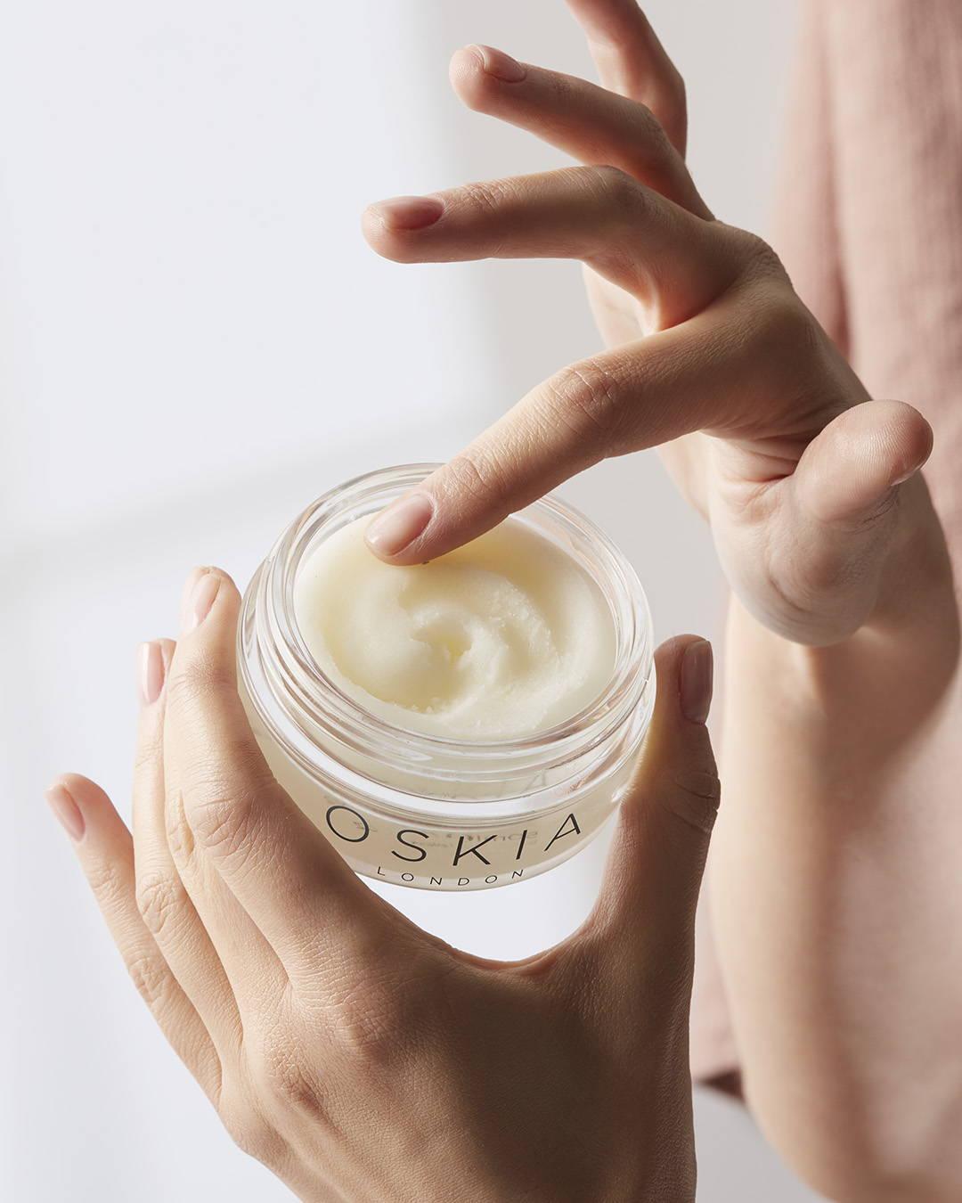 Lancement Oskia: Micro Exfoliating Balm Oskia, texture épaisse et particules ultra-fines