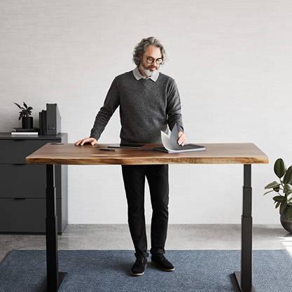 Alive walnut standing desk - ergonofis