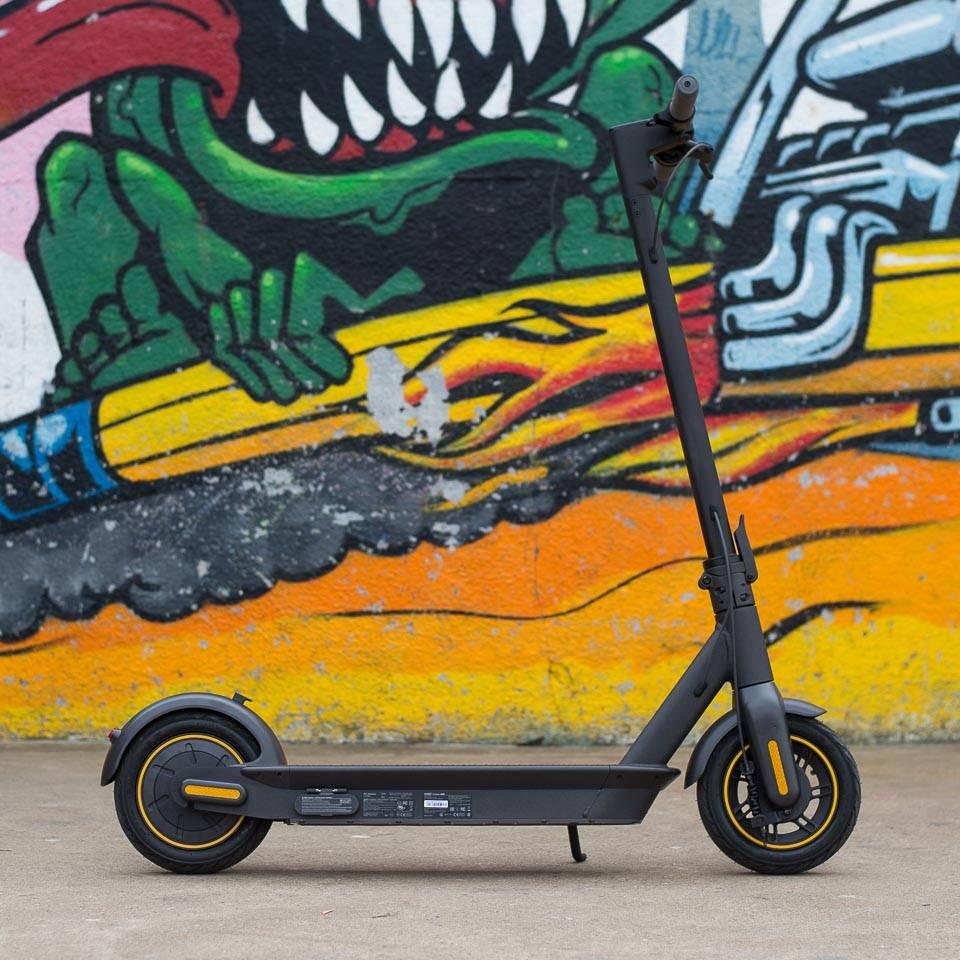 Ninebot Max G30 電動滑板車側面展開