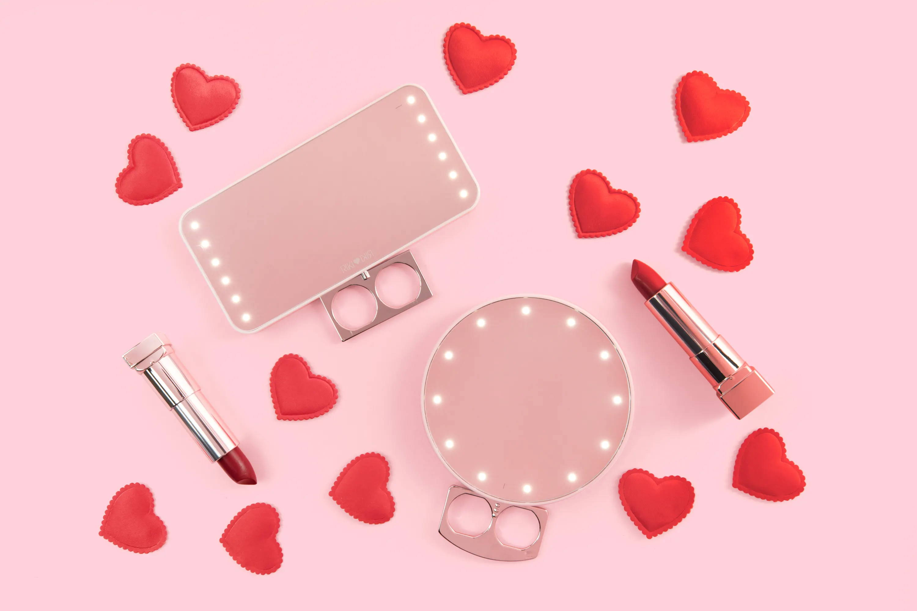 RIKI lighted mirrors are the ideal Valentine's Day gifts for your loved ones