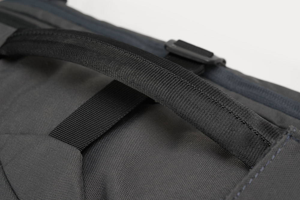 Minaal Carry-on 2.0 - Side handle, easy carry