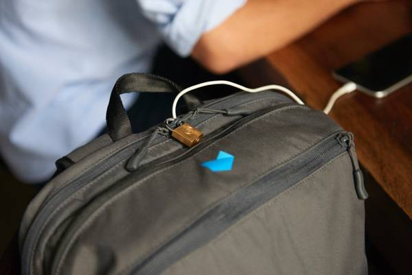 Minaal Daily Bag - Lockable zippers.