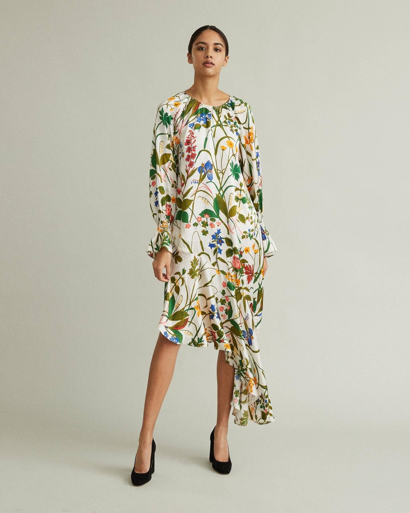 /products/auda-floral-silk-dress