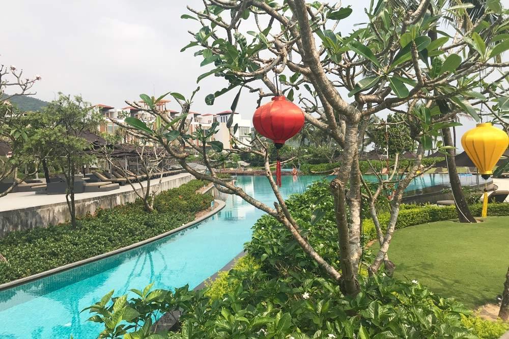 Travelbay Vietnam Tours - a great beach in Vietnam - Lang Co - Angsana Resort - pool