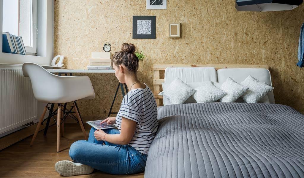 Många slarvar med sömnen, inte minst våra ungdomar som kanske behöver den allra mest. Läs våra tips om hur du kan får våra ungdomar att sova bättre