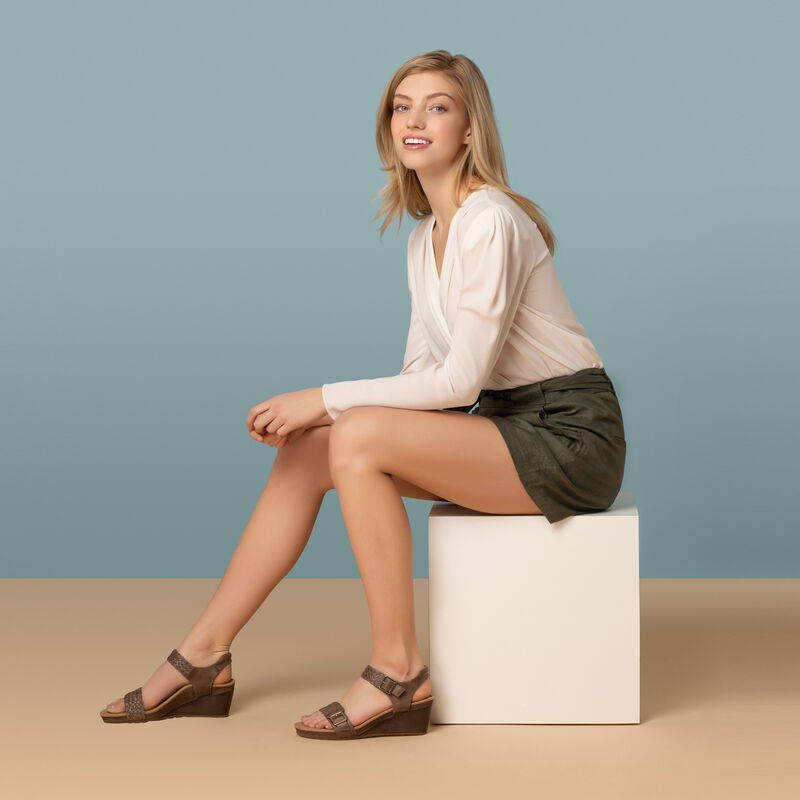 Grace in Taupe