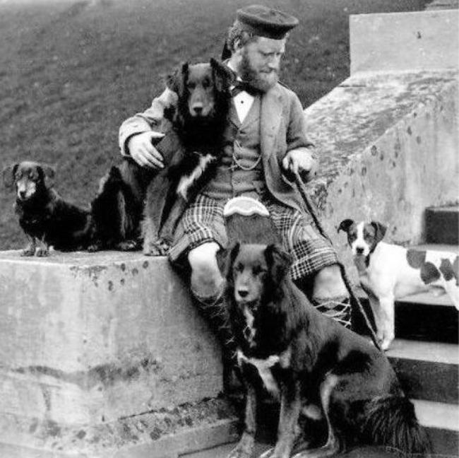 Victorian highlander with dog